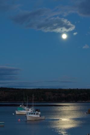 Full Moon in Maine